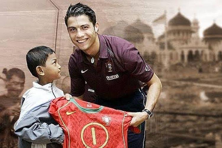 Martunis, anak angkat Cristiano Ronaldo saat bertemu pascatsunami aceh 26 Desember 2004