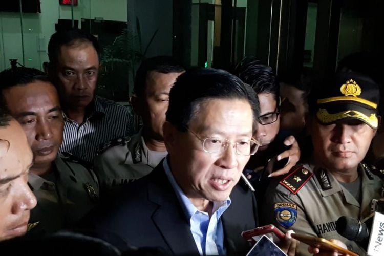 CEO Lippo Group James Riady usai diperiksa sebagai saksi di Komisi Pemberantasan Korupsi (KPK), Jakarta, Selasa (30/10/2018)