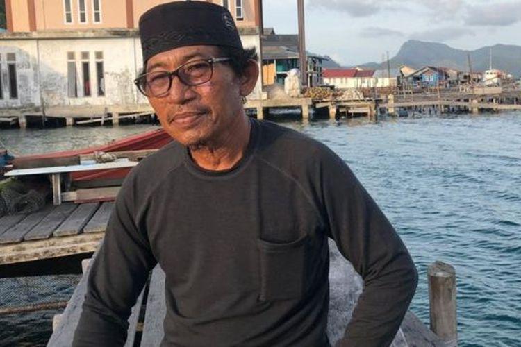 Tokoh nelayan Pulau Tiga Barat Hanafi Jamaluddin mengatakan listrik di wilayahnya hanya nyala 14 jam per hari.