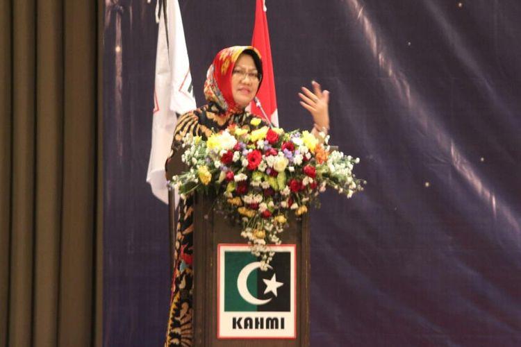 Presidium Majelis Nasional KAHMI, Siti Zuhro saat berbicara dalam Halal bi Halal KAHMI Rayon Brawijaya di Kota Malang, Minggu (30/6/2019)