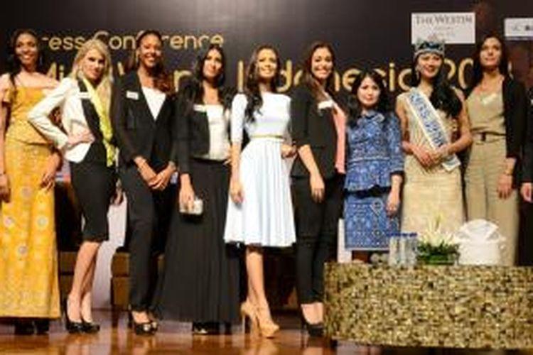 Sejumlah peserta kontes Miss World 2013 hadir dalam konferensi pers yang digelar di Hotel Westin, Nusa Dua, Bali, Sabtu (7/9/2013). Pemerintah Indonesia memutuskan untuk menggelar seluruh pergelaran Miss World di Bali.