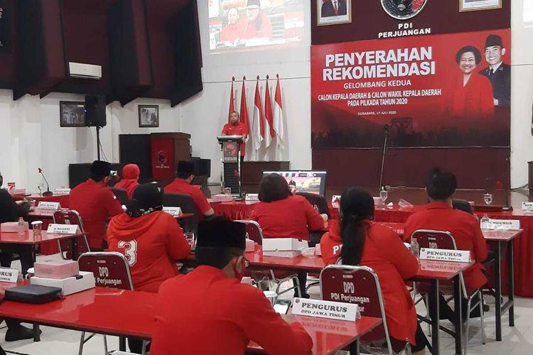 Acara penyerahan rekomendasi pasangan calon kepala daerah di kantor PDI-P Jatim, Jumat (17/7/2020).