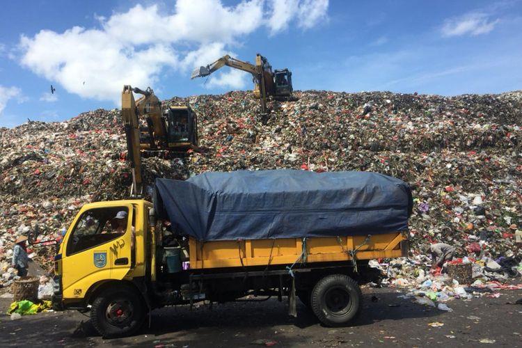 Sampah di TPA Cipayung,  Depok,  Jumat (28/12/2018).