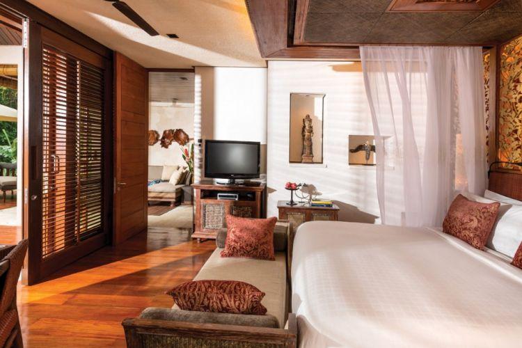 Kamar tidur di salah satu Vila Four Season Resort at Sayan