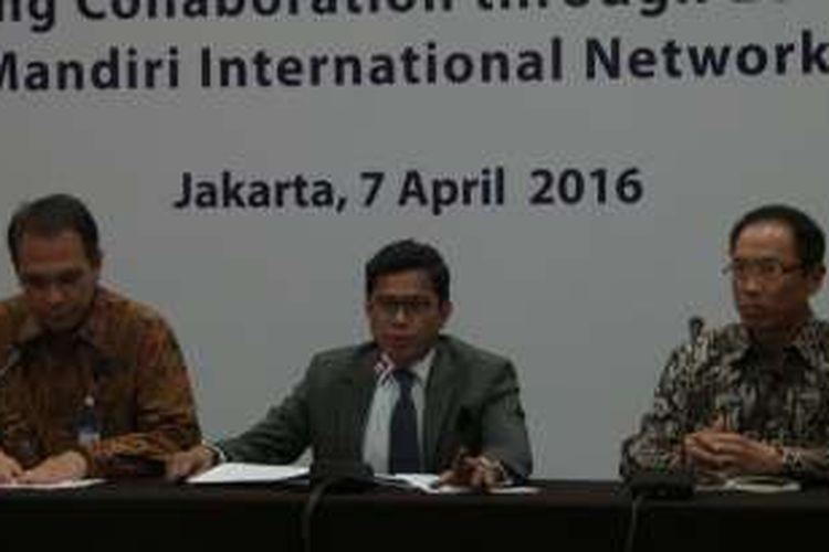 Konferensi pers bisnis luar negeri Bank Mandiri di Jakarta Kamis (7/4/2016)