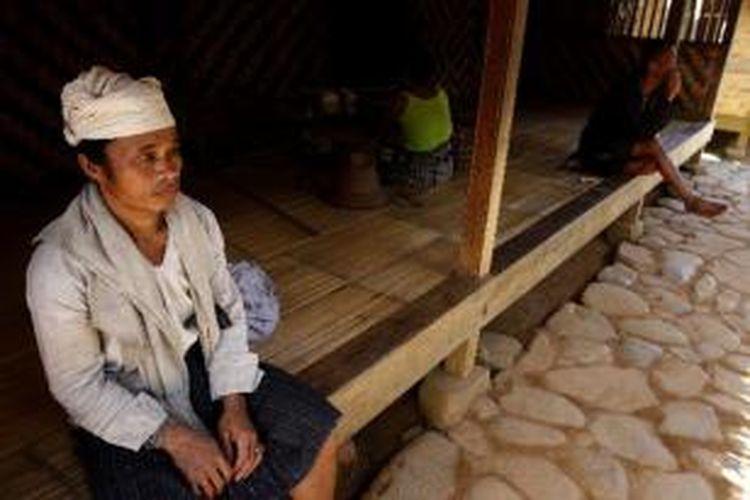 Suku Baduy terlihat di Kampung Cicakal Muara, Desa Kanekes, Keluarahan Leuwidamar, Kabupaten Lebak, Banten, Minggu (7/2/2010). Nama Baduy diambil dari nama sungai Cibaduy yang melewati wilayah tersebut. Masyarakat Baduy menganut kepercayaan Sunda Wiwitan.