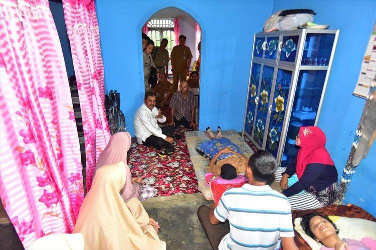 Kedatangan Bupati Karimun di rumah kediaman almarhummah di Kecamatan Kundur Utara semata mata untuk prihal memastikan, apakah jenazah almarhummah Jamiah belum di kebumikan dan masih di Rumah Sakit di Malaysia.