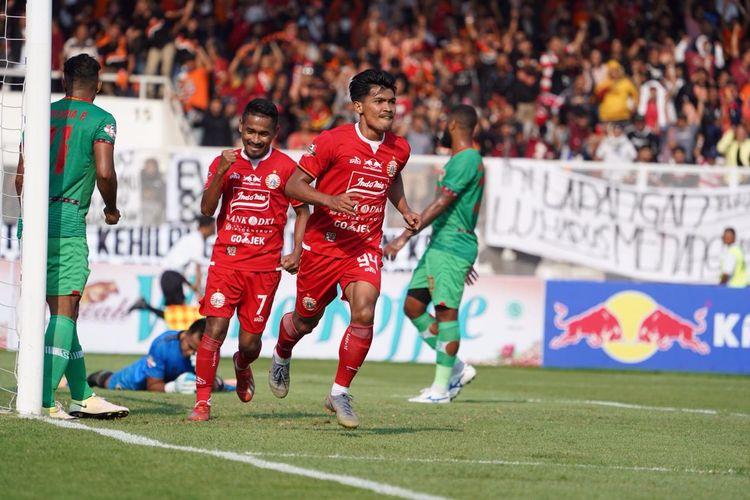 Selebrasi pemain Persija Jakarta, Heri Susanto, seusai membobol gawang Kalteng Putra, Selasa (20/8/2019).