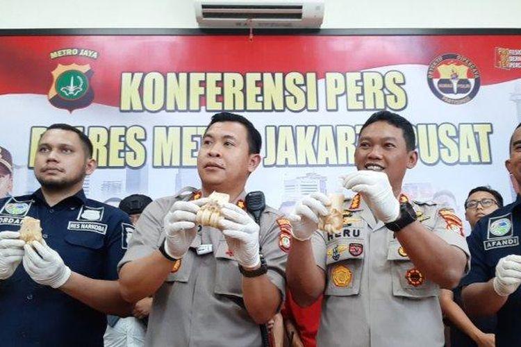 Kapolres Metro Jakarta Pusat, Kombes Pol Heru Novianto (kedua dari kanan), saat konferensi pers, di kantor Polres Metro Jakarta Pusat, Senin (2/3/2020).