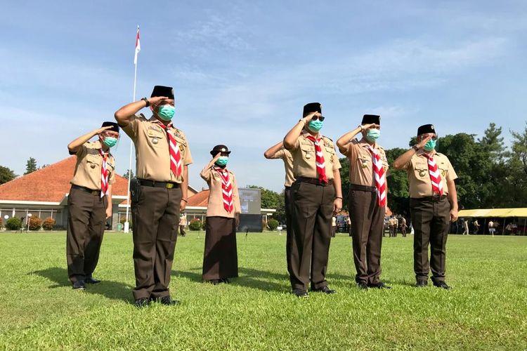 Ketua Kwarnas Pramuka Wasesa dalam Apel Kesiapsiagaan Relawan Pramuka Peduli Penanggulangan Covid-19 dalam peringatan Hari Sumpah Pemuda 2020 di Lapangan Gajah Mada, Taman Rekreasi Wiladatika, Cibubur, Jakarta, (28/10/2020).
