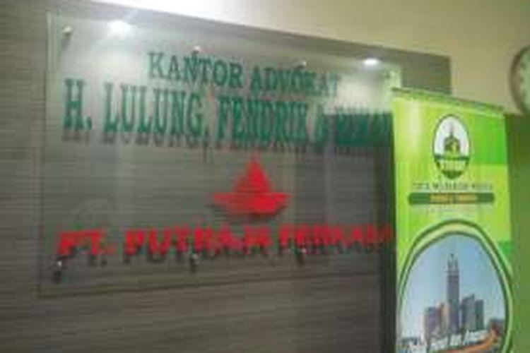 Kantor PT Putraja Perkasa yang terletak satu ruko dengan Kantor Advokat H. Lulung, Frendik, dan Rekan.