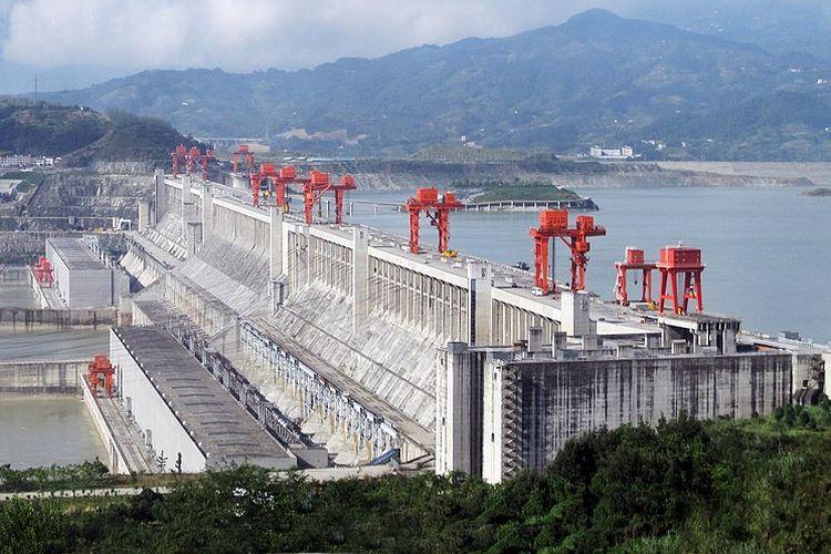 Pemandangan Three Gorges Dam di Sungai Yangtze, Provinsi Hubei, wilayah China tengah, pada 2009. PLTA Three Gorges Dam di China dikukuhkan sebagai bendungan PLTA terbesar di dunia.