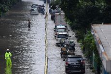 Jakarta Banjir, Ingat Lagi Batas Aman Mobil Terjang Genangan Air