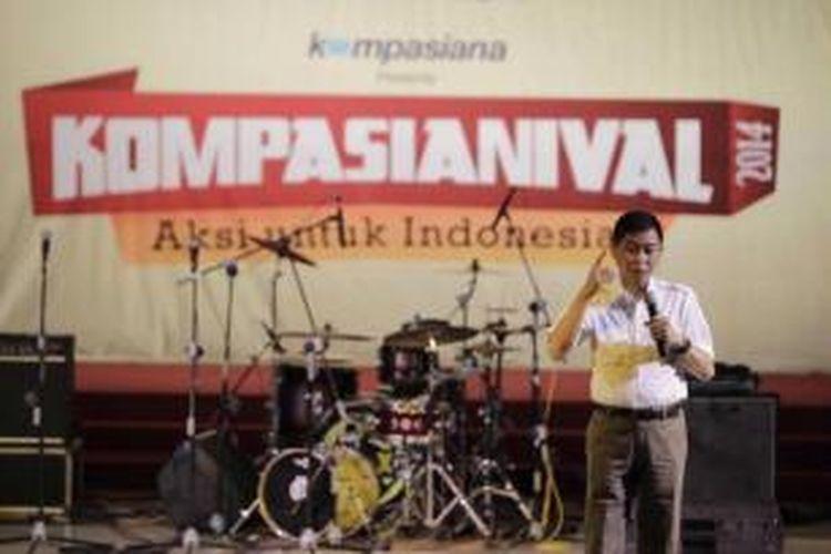 Menteri Perhubungan Ignasius Jonan menjadi pembicara dalam acara Kompasianival 2014 di Gedung Sasono, Taman Mini Indonesia Indah, Jakarta, Sabtu (22/11/2014). Acara yang berlangsung hingga pukul 22.00 ini menghadirkan puluhan komunitas, grup band hingga sejumlah pembicara antara lain Gubernur DKI Jakarta Basuki Tjahaja Purnama dan Walikota Bandung Ridwan Kamil, serta Gubernur Jawa Tengah Ganjar Pranowo.