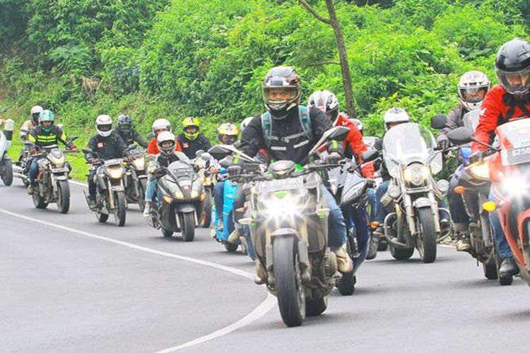Touring untuk merayakan ultah ke-17 tabloid Motor Plus, menggunakan 17 sepeda motor, tempuh jarak 282,5 km.