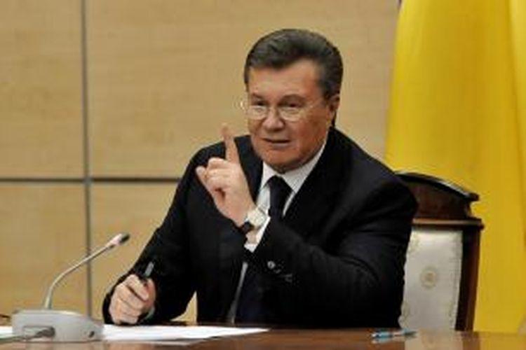 Nama mantan presiden Ukraina, Viktor Yanukovych masuk ke dalam daftar 18 nama pejabat dan pengusaha negeri itu yang asetnya dibekukan Uni Eropa.