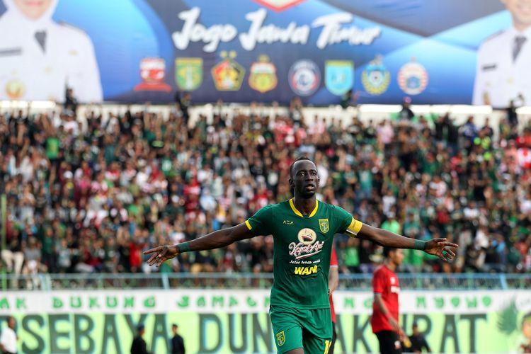 Pemain Persebaya Surabaya menyumbang 2 gol saat lanjutan babak penyisihan Grup A Piala Gubernur Jatim 2020 melawan Madura United yang berakhir dengan skor 2-4 di Stadion Gelora Bangkalan, Jawa Timur, Jumat (14/02/2020) sore.