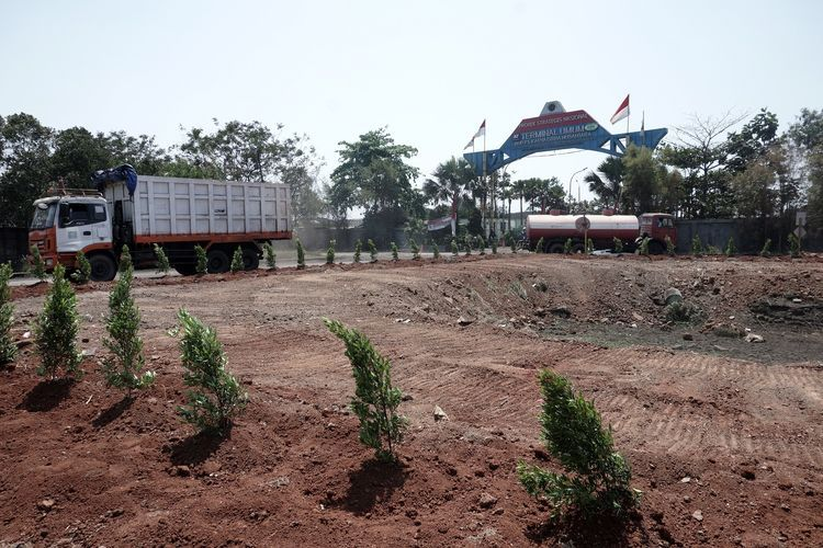 PT Karya Citra Nusantara menghijaukan jalur kendaraaan bermotor di kawasan Pelabuhan Marunda  dengan menanam pohon jenis tertentu.(KOMPAS.com)