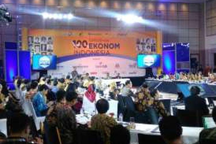 Presiden RI Joko Widodo memberikan pidato kunci dalam Sarasehan 100 Ekonom Indonesia, Jakarta, Selasa (6/12/2016).