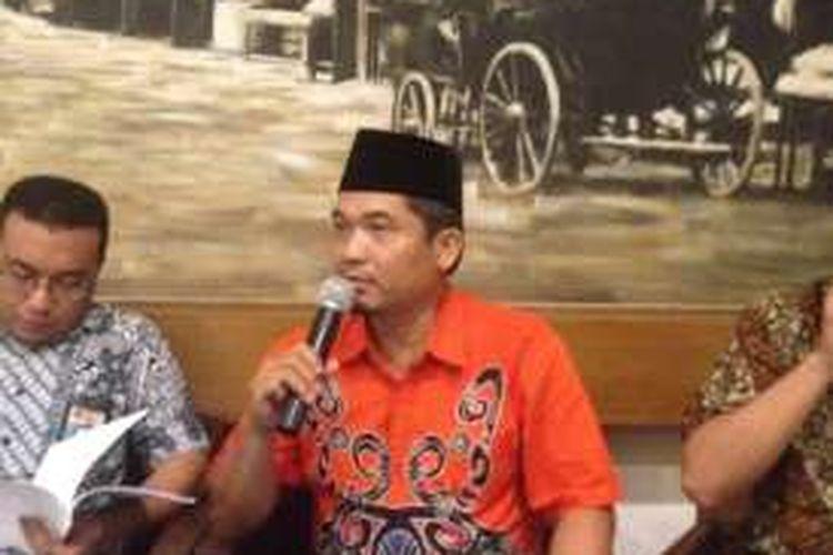 Ketua Lingkar Madani, Ray Rangkuti, dalam sebuah diskusi terkait revisi UU KPK di Cikini, Jakarta Pusat, Jumat (19/2/2016).