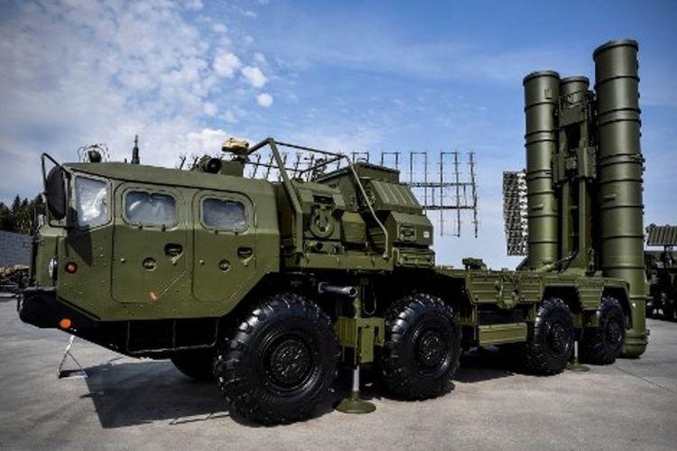 Sistem pertahanan anti-serangan udara S-400 buatan Rusia.