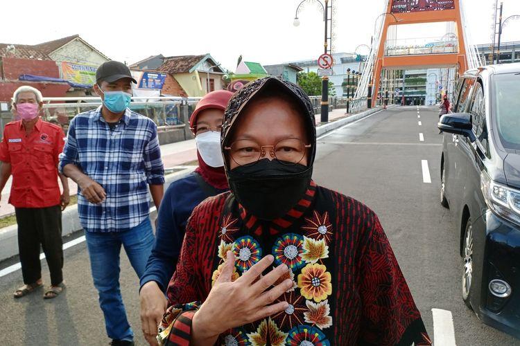 Menteri Sosial Tri Rismaharini bersama Wali Kota Surabaya Eri Cahyadi saat meresmikan Jembatan Sawunggaling dan Terminal Intermoda Joyoboyo (TIJ), Jalan Joyoboyo, Kelurahan Sawunggaling, Wonokromo, Surabaya, Jawa Timur, Sabtu (1/5/2021).