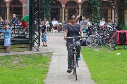 Galuh Wulandari: Nikmatnya Belajar Berbeda di Belanda…