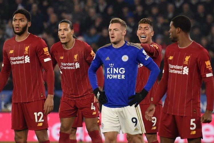 Jamie Vardy  (tengah-biru) pada laga pekan ke-19 Liga Inggris antara Leicester City vs Liverpool di Stadion King Power, Kamis 26 Desember 2019.