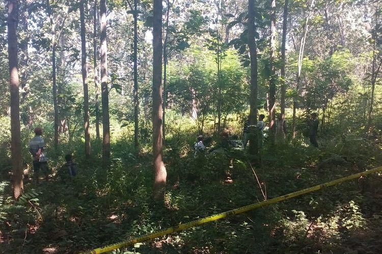Lokasi ditemukannya jasad Tamjis (73) di kawasan hutan petak 38, RPH/BKPH Ngliron wilayah Desa Ngliron, Kecamatan Randublatung, Kabupaten Blora, Jawa Tegah, Sabtu (18/5/2019).