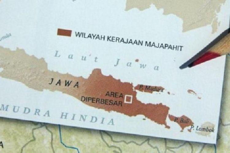 Wilayah Kerajaan Majapahit adalah Jawa Tengah dan Jawa Timur dalam National Geographic Indonesia edisi September 2012. Ahli arkeologi dan epifrafi Hasan Djafar menyayangkan banyak sejarawan yang menafsirkan bahwa Nusantara itulah wilayah Majapahit.
