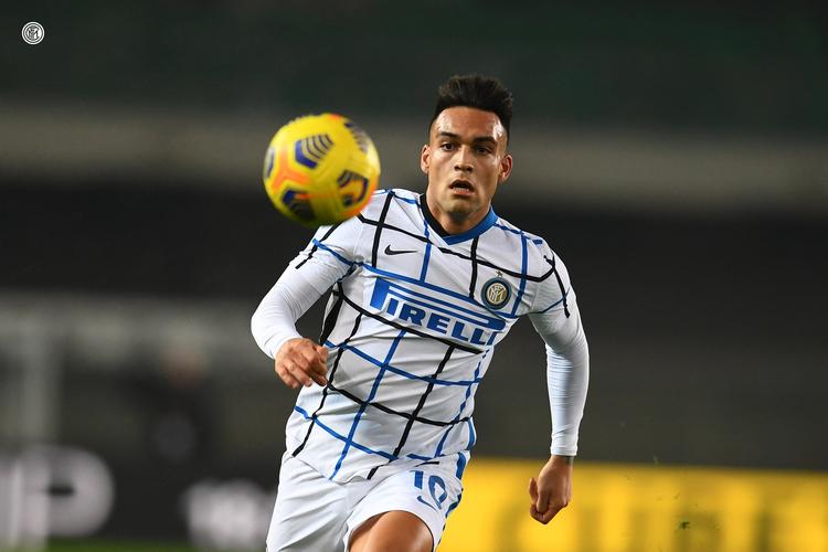 Lautaro Martinez saat membela Inter Milan menghadapi Verona di Stadion Marc?Antonio Bentegodi, 23 Desember 2020.