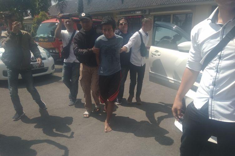 SN, pelaku pelempar sperma yang ditangkap polisi juga mengaku sebagai begal payudara yang meneror wanita di jalanan Kota Tasikmalaya, Selasa (19/11/2019).