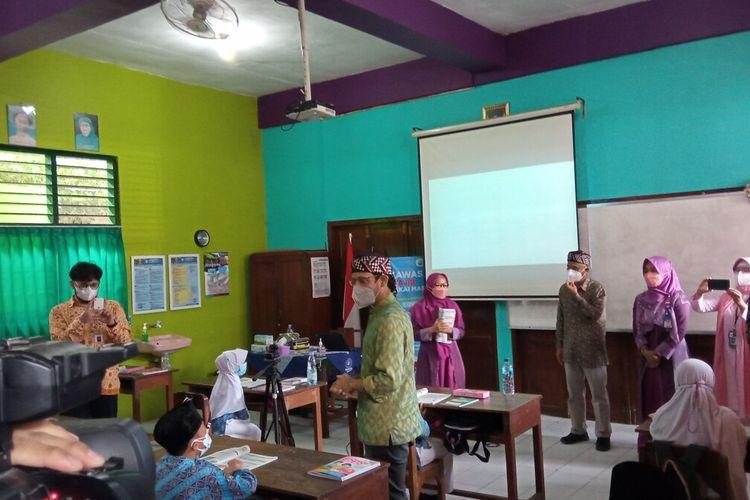 Nadiem Makarim saat melakukan kunjungan ke SD Muhammadiyah Jogokaryan, Selasa (14/9/2021)