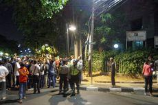 Massa Tak Dikenal Berunjuk Rasa di Depan Kantor YLBHI