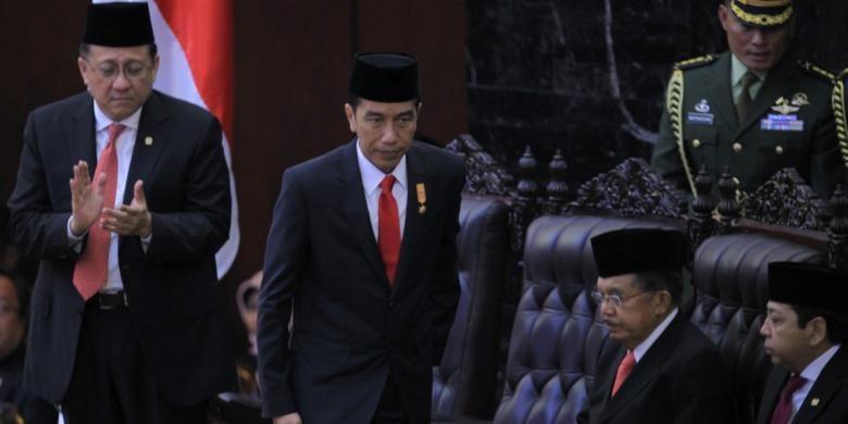 Presiden Republik Indonesia, Joko Widodo memberi pidato laporan pertanggungjawaban lembaga-lembaga negara saat Sidang Paripurna MPR dalam rangka Sidang Tahunan MPR 2015 di Gedung Parlemen, Senayan, Jakarta, Jumat (14/8/2015).