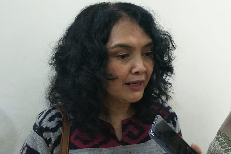 Ketua Perhimpunan Jiwa Sehat, Yeni Rosa, di kantor BPJS letjend Suprapto, Jakarta Pusat (11/10/2019)