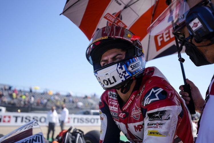 Pebalap Federal Oil Gresini Moto2 (FOGM2), Fabio Di Giannantonio, saat balapan pada Moto2 Aragon 2021