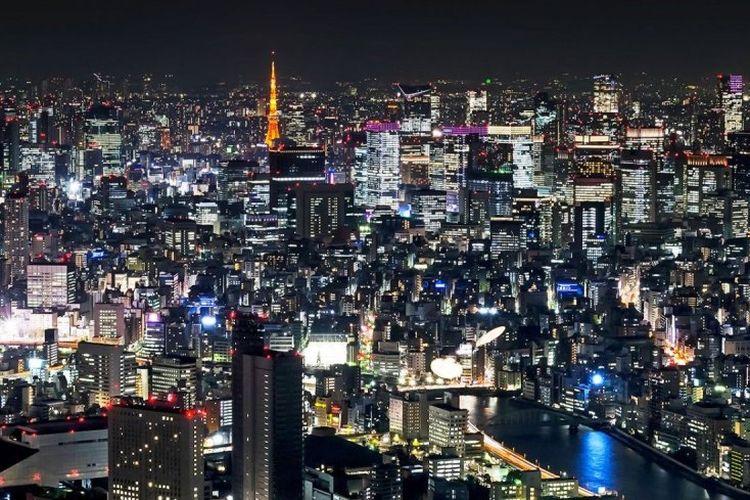 Pemandangan malam di Kota Tokyo, Jepang.
