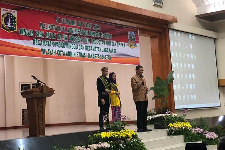 Wali Kota Jakarta Selatan Marullah Matali memberi pengarahan kepada RT, RW, LMK, FKDM, dan PKK di Sekolah Tinggi Perikanan, Pasar Minggu, Sabtu (20/10/2018).