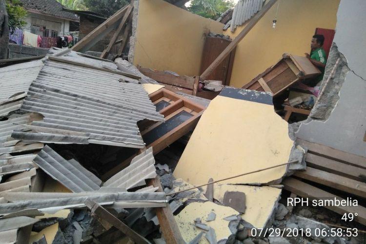 Lombok utara, Komoas. Com sebuah rumah di lombok Utara hancur akibat gempa