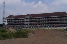Pembangunan Akses Jalan SMP 289 Sukapura Mangkrak Setahun
