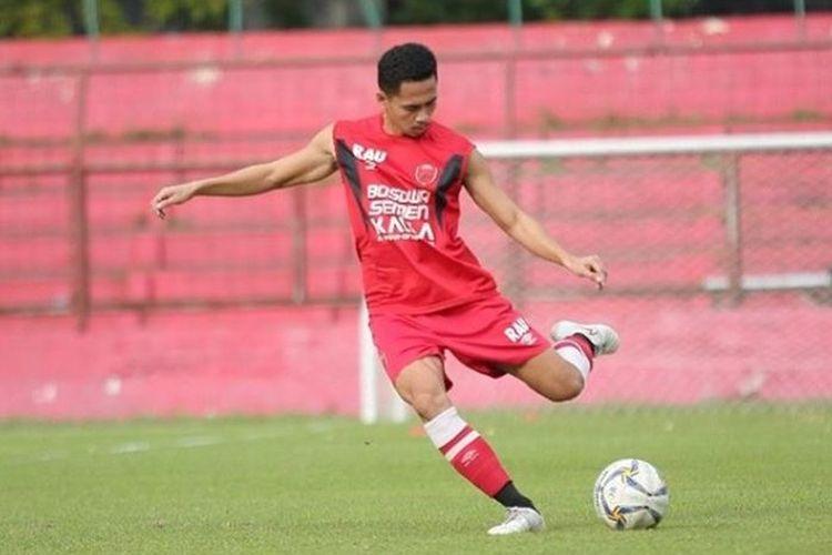 Bek PSM Makassar, Reva Adi Utama.