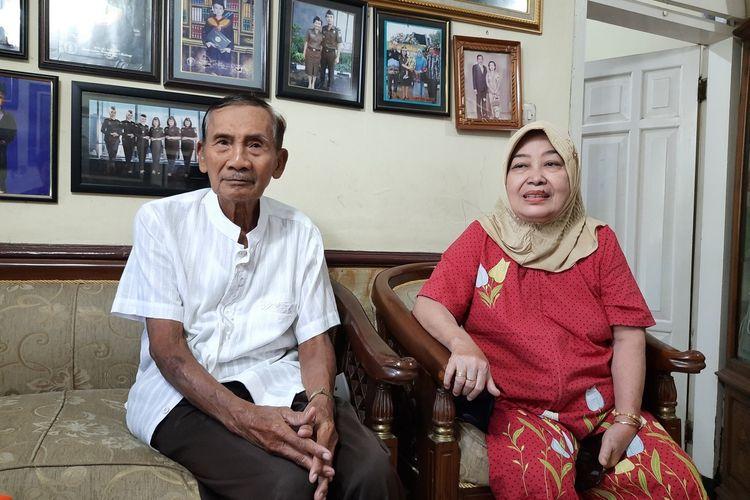 Sadhi Budiono (76) dan istrinya Sriwardhani saat ditemui di rumahnya di Jalan Ikan Arwana D-5 Kota Malang, Jumat (4/6/2021).