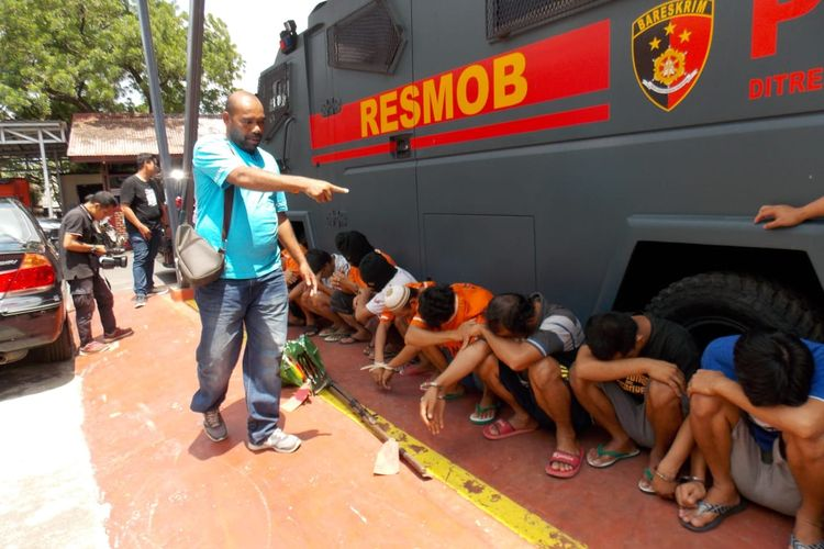 Sebanyak 966 pelaku kejahatan ditangkap jajaran Polda Lampung selama 12 hari Operasi Cempaka Krakatau 2020. Kasus penarikan paksa kendaraan menggunakan kekerasan menjadi salah satu kasus menonjol dalam operasi ini.