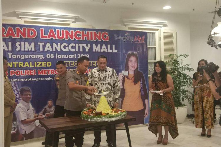 Peresmian Gerai SIM di Tangcity Mall dihadiri langsung Kapolres Metro Tangerang Kota (kiri) dan Direktur Tangcity Mall, Alexander Bambang (kanan) Selasa, (8/1/2019).