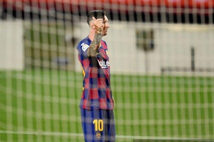 Selebrasi megabintang Barcelona Lionel Messi usai membobol gawang Atletico Madrid via titik putih pada lanjutan pekan ke-33 Liga Spanyol 2019-2020 di Stadion Camp Nou, Rabu (1/7/2020) dini hari WIB.