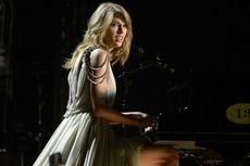 Taylor Swift Berbagi Mikrofon dengan Pangeran William