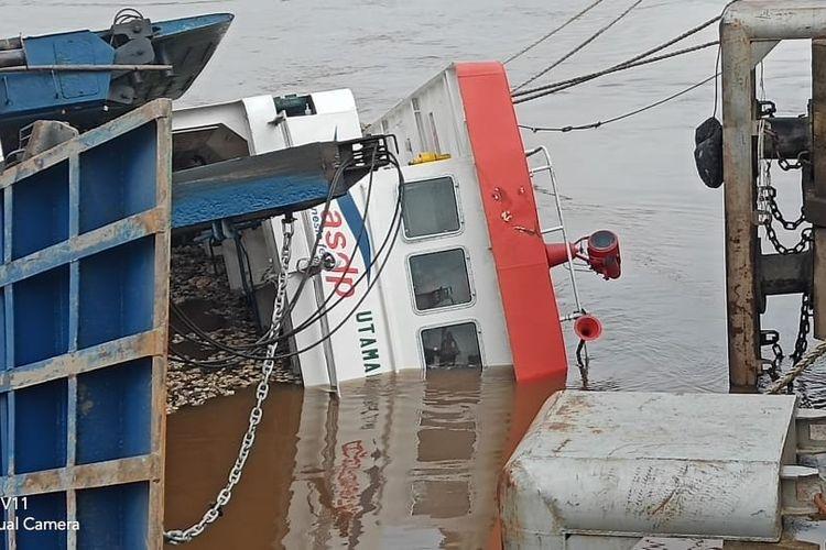 Kapal Feri Seluang tenggelam di Dermaga Sungai Asam, Kecamatan Belitang Hilir, Kabupaten Sekadau, Kalimantan Barat, Senin (22/4/2019) malam.