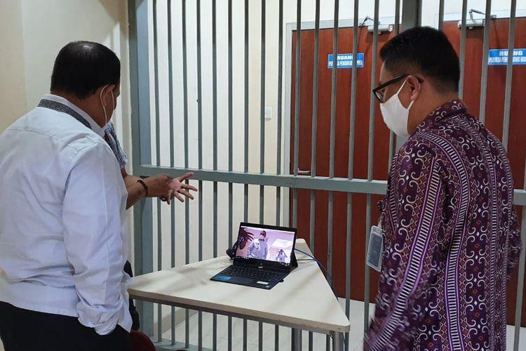 Ketua KPK Firli Bahur saat meninjau pelaksanaan new normal atau kenormalan baru di Rutan Cabang KPK, Senin (8/6/2020).