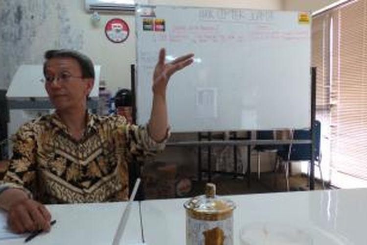 Salah seorang relawan Ahok Center, Bunyamin Permana, saat ditemui Kompas.com di kantornya, Apartemen Juanda, Jakarta Pusat, Kamis (15/8/2013).